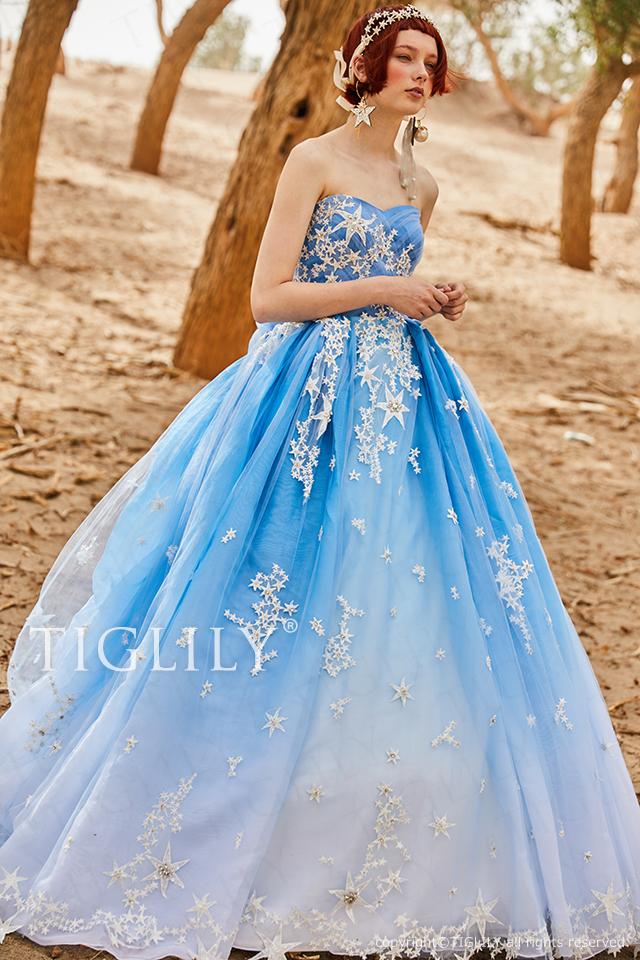 出典とってもオシャレな『TIGLILY』のウェディングドレスはコチラからcheck*♡.°⑅ スカイブルーのグラデーションが美しいカラードレス は『TIGLILY』のもの♪